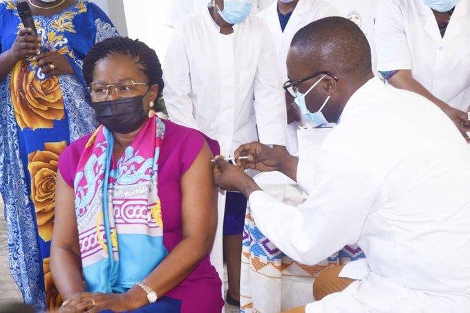 Vaccination contre COVID-19 au Togo L'ENRÔLEMENT NUMÉRIQUE OBLIGATOIRE